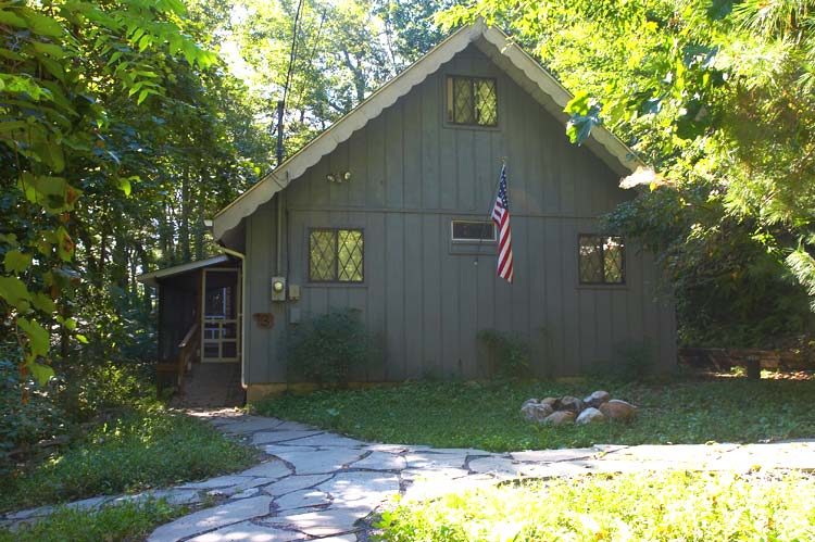 Kunkletown Pocono Vacation Cabin Rental with Jacuzzi