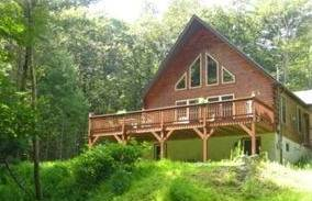 Dingmans Ferry Spectacular Log Chalet with Stream on 7 Acres with Forest