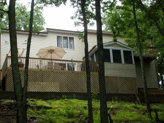 Bushkill Gorgeous Contemporary Lakefront On Highland Lake