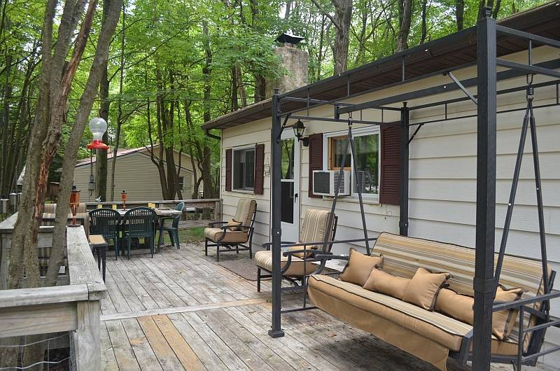 Brier Crest Woods Quiet Poconos Cabin - Minutes from Everything