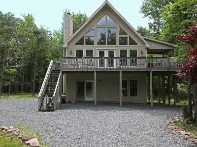 New Spectacular 5 Bdrm Chalet, Hot Tub, Pool Table